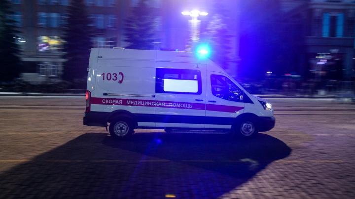 Подрезал и корчил рожи: в Екатеринбурге автохам мешал скорой помощи, которая везла беременную женщину