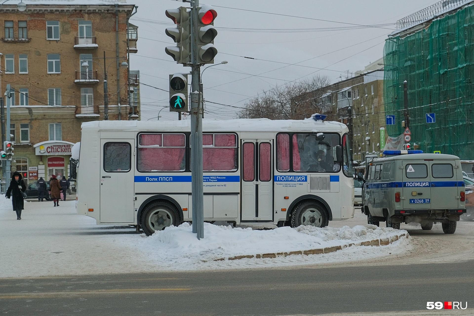Перед началом акции в центре города дежурила полиция, но никого не задерживали