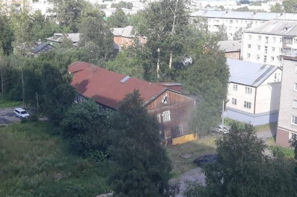 Этим летом сошли со свай уже несколько аварийных «деревяшек» в Архангельске