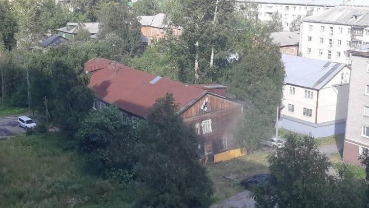 В Архангельске семьям из сошедшего со свай дома на Набережной предложили маневренное жилье