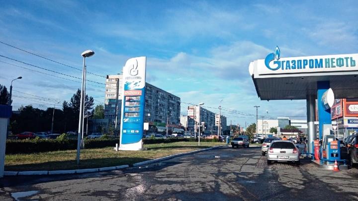 Литр за 22 рубля: смотрим на фото омских АЗС с ценами на бензин за последние 11 лет