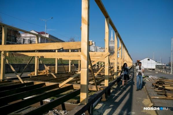 Возведение деревянных конструкций начали прошлой весной<br>