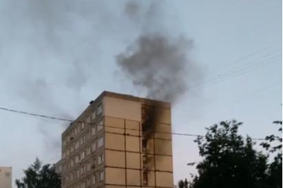 «Не могли выйти из квартир»: в пожаре в Ярославле погиб человек. Видео