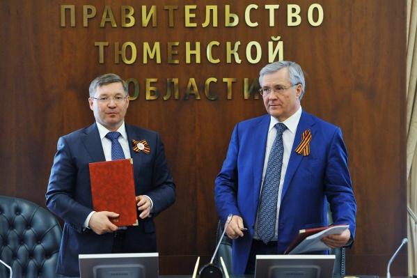 Владимир Богданов (справа) является долларовым миллиардером. Три года назад он попал под санкции США
