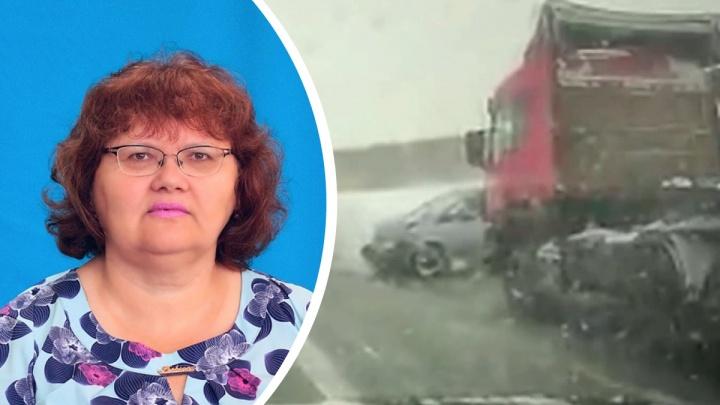 В аварии с панелевозом на трассе М-5 в Челябинской области погибла заведующая детским садом