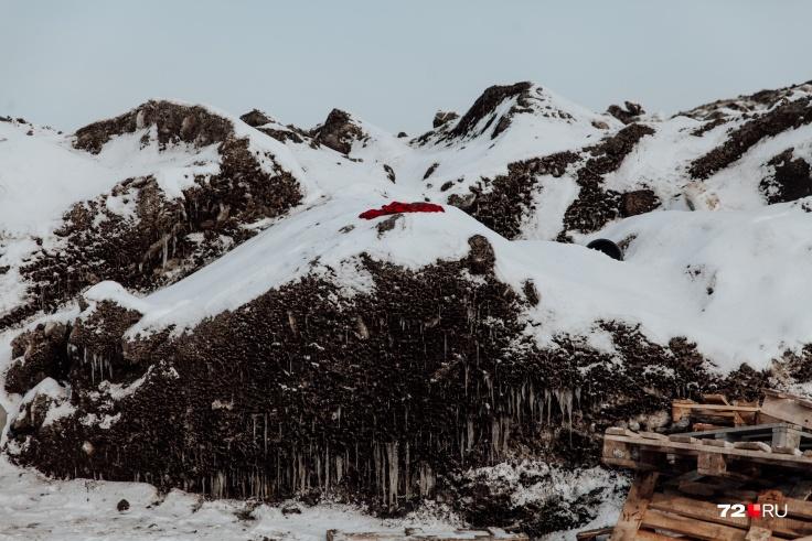 Местные жители совершенно обоснованно опасаются этого снега