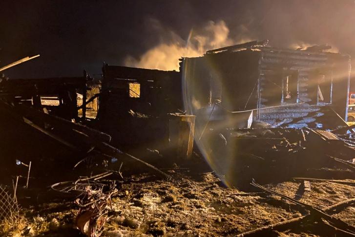 Деревянный дом сгорел за несколько минут