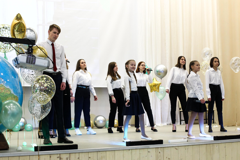 Гимназисты подготовили творческий номер — такова праздничная традиция