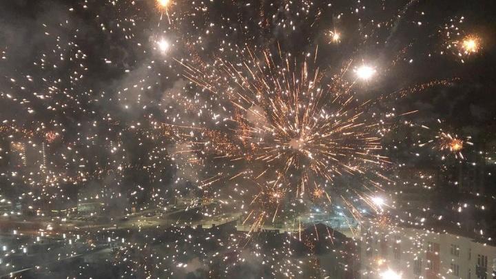 Просто космос! Как Тюмень встретила Новый год фейерверками и салютами