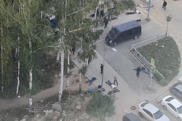Уложили лицом в асфальт 30 азербайджанцев: почему бойцы в масках и с автоматами устроили спецоперацию в Краснолесье