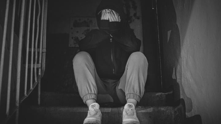 «Душили коленом и пичкали таблетками». Публикуем рассказ пермячки о похищении из кризисной квартиры в Махачкале
