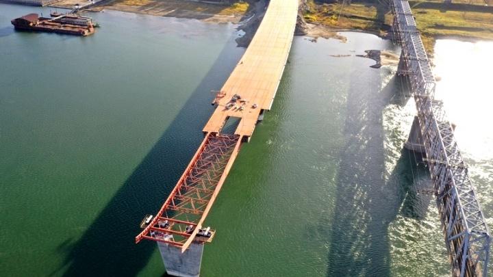 Что уже успели сделать на стройке четвертого моста? Смотрим фото с площадки