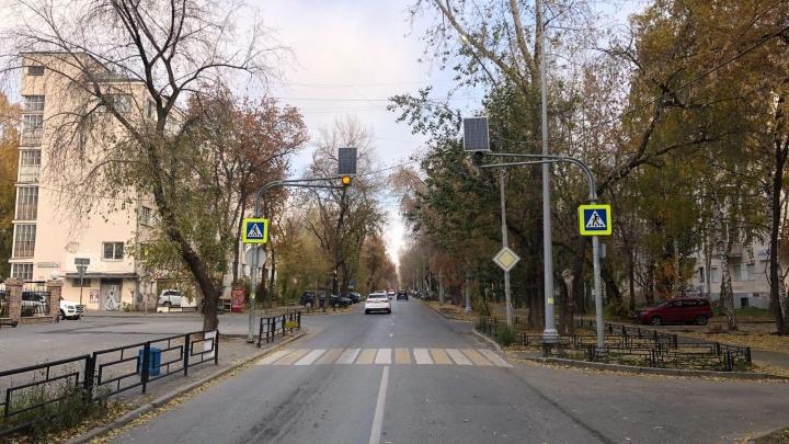 В Екатеринбурге неизвестный сбил 80-летнюю бабушку и скрылся с места аварии