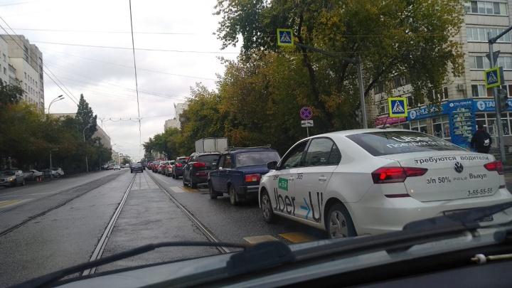 Из-за отключения электричества Екатеринбург встал в пробки