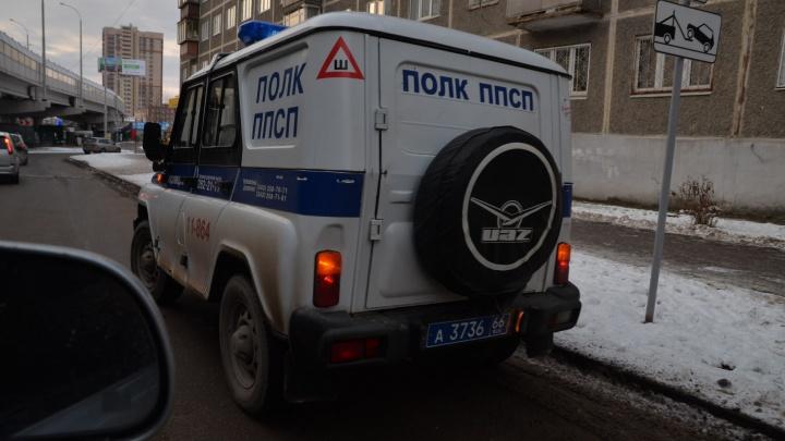 В Екатеринбурге задержали мужчину, который попытался ограбить пенсионера прямо в банке