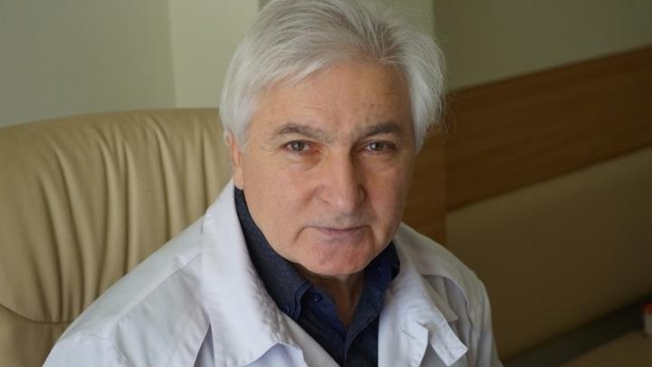 Скончался опытнейший офтальмолог края Сергей Синяпко. Он болел ковидом