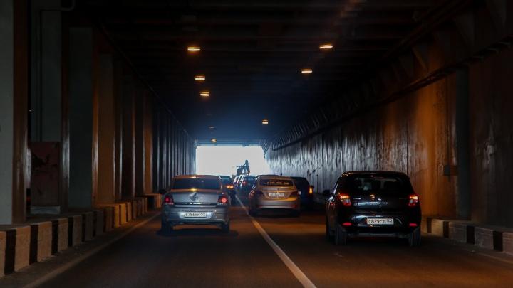 Мэрия Уфы занялась освещением в тоннеле на Салавата Юлаева после вмешательства прокуратуры