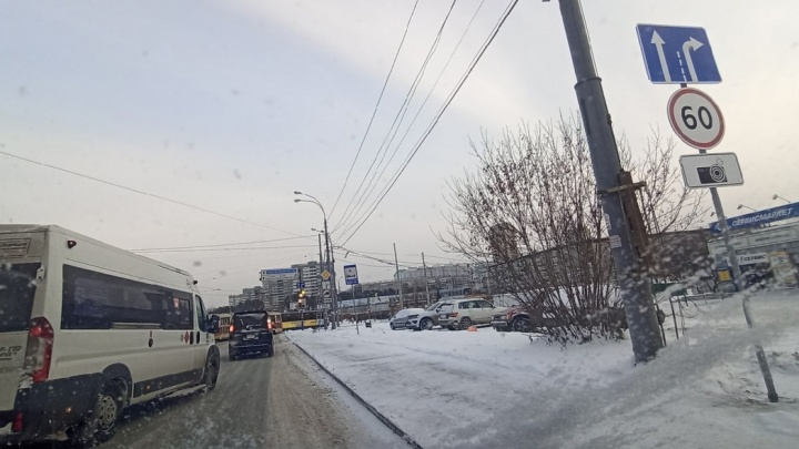 Выезд с ЖБИ в центр города завесили дорожными камерами: когда придут первые штрафы