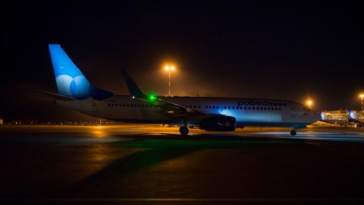 Самолет, экстренно севший в Кольцово, вылетел в Санкт-Петербург