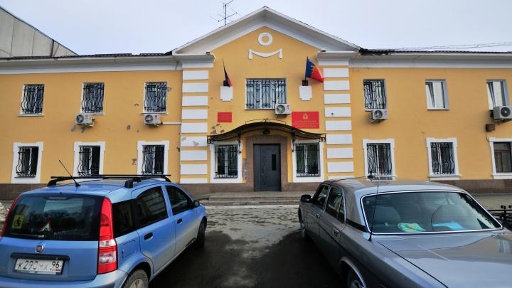 ФСБ и следователи нагрянули с проверкой в мэрию Среднеуральска