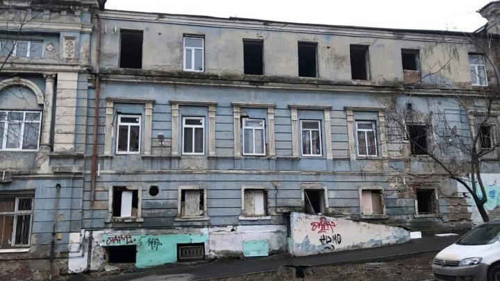 Брошенный туберкулезный диспансер в Ростове начали разворовывать