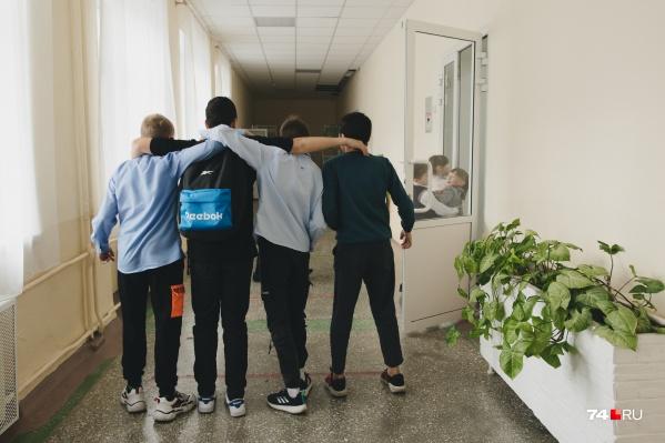 Школьники стали выходить с карантина