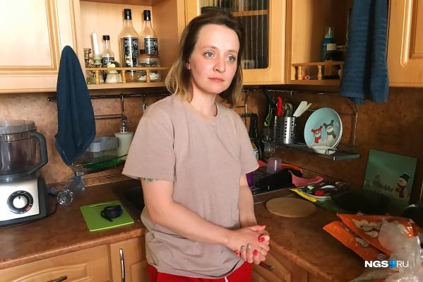 Фото сделано на кухне, которую Наталье с недавних пор пришлось делить со второй хозяйкой