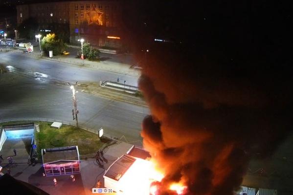 Два павильона сгорели на пересечении проспекта Победы и улицы Кирова
