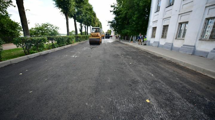 «Машина вся тряслась»: отремонтированная фирмой ярославского депутата дорога пошла волнами