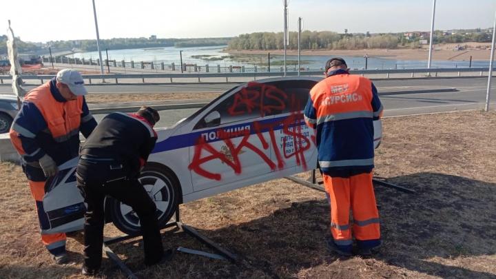 В Уфе вандал изрисовал муляж машины ГАИ. На задержании он объяснил это тем, что не любит автоинспекторов