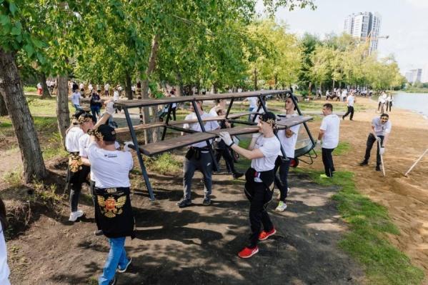 Волонтеры «Сима-ленда» прибрали уже несколько мест в Екатеринбурге