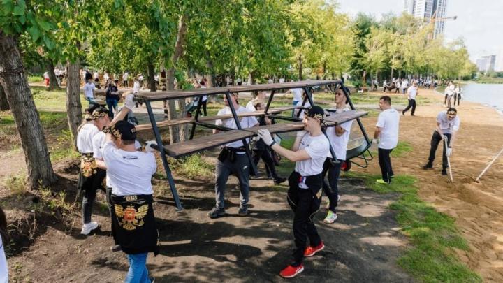 Армия «Сима-ленда» решила прибраться на территории, о которой попросят екатеринбуржцы