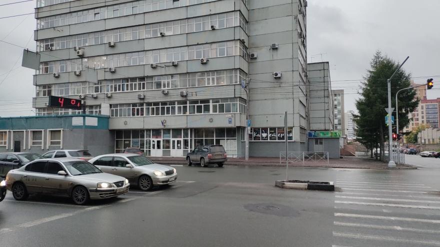 Кому на самом деле нужны «кладбищенские оградки» по всему Новосибирску (и почему мэр Локоть не виноват)
