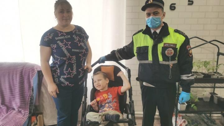 Счет шел на минуты: в Сургуте инспекторы ДПС спасли жизнь ребенку