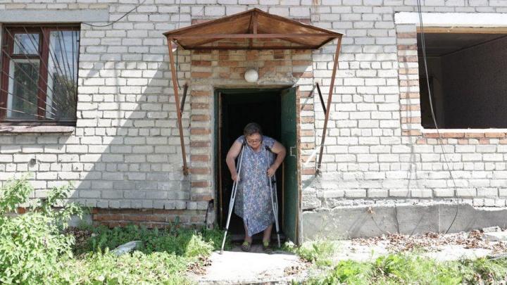Пенсионерке из Екатеринбурга, которая живет в сгоревшем доме, купят новую квартиру
