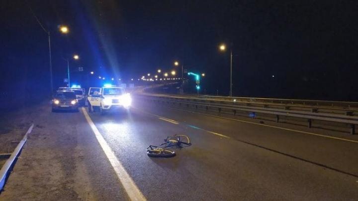На трассе М-8 скорая насмерть сбила велосипедиста: что об этом известно