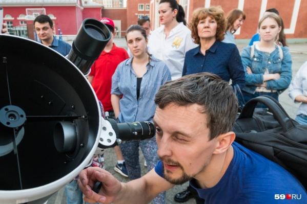 Если будете наблюдать затмение в телескоп, обязательно используйте солнечные фильтры