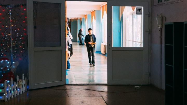 «Родители не готовы платить 80–100 рублей в месяц»: почему во многих омских школах нет охраны