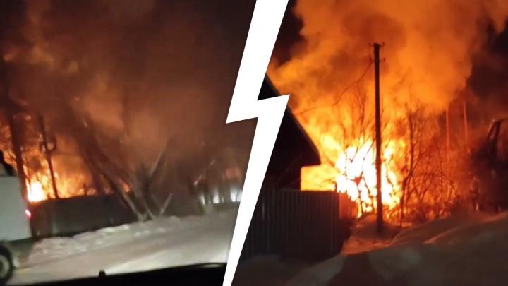 «Баню перетопили, загорелся дом»: под Новосибирском на территории турбазы произошел пожар