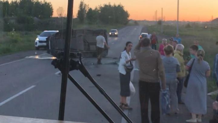 Под Челябинском внедорожник, обогнавший пассажирский автобус, попал в смертельное ДТП