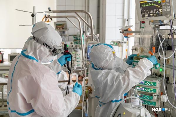 """В Новосибирской области зарегистрировано <nobr class=""""_"""">39 167</nobr> официальных случаев заболевания коронавирусом (данные на <nobr class=""""_"""">5 апреля</nobr>). В реальности число заболевших может быть в разы больше — кто-то переболел бессимптомно, кто-то болел, но не делал тест"""