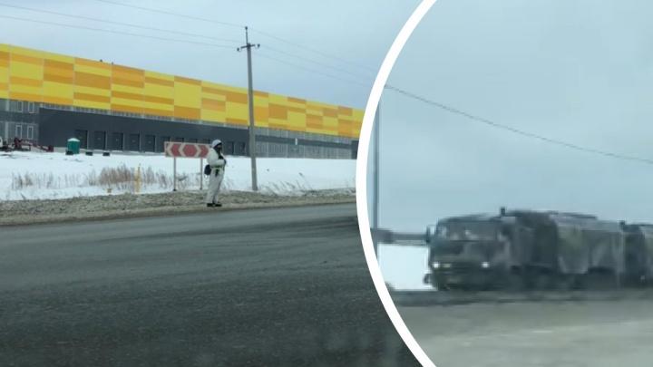 Десятки военных машин проехали по Челябинскому тракту. Объясняем, что произошло