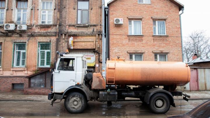 Коммунальщики не подали воду в центр Ростова до конца рабочего дня. Ликвидация аварии затянулась