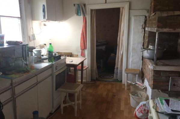 В этом доме мужчина убил семью родного брата