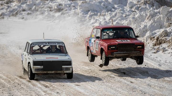 Автогонки вернулись на «Сибирское кольцо»: 12 стремительных фото с первого за несколько лет соревнования