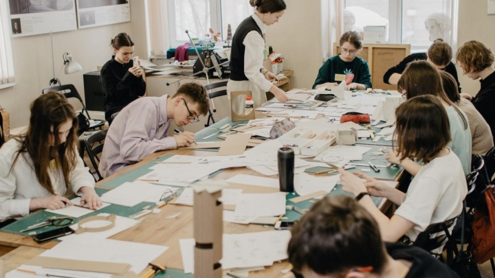 Ищут поэтические черты в кофеварке, зонте и тёрке: где в Новосибирске учат архитектуре с 4 лет