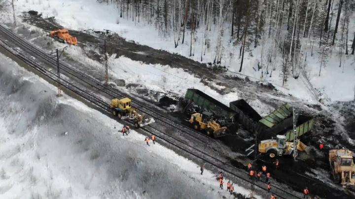 Движение на участке ЮУЖД в Челябинской области, где сошли с рельсов вагоны, пообещали восстановить в ближайшие часы