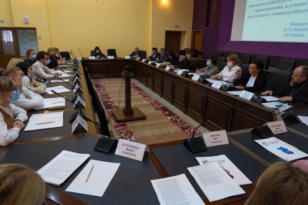 Таким способом участники заседания решили повлиять на сокращение рождаемости в Омской области