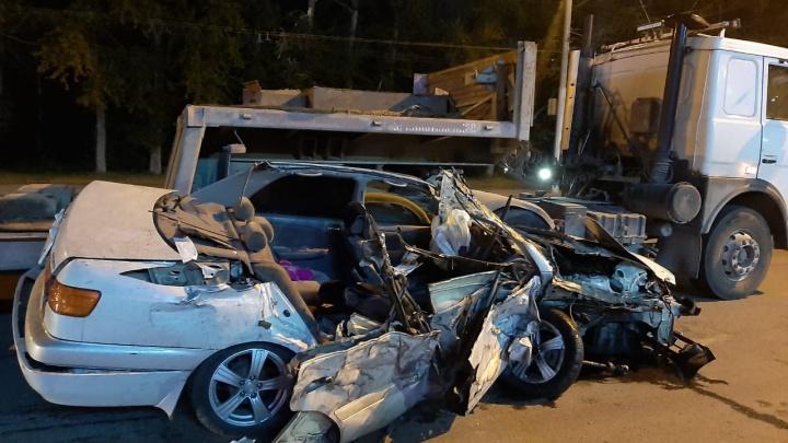 В ночной аварии в Новосибирске погиб 34-летний водитель