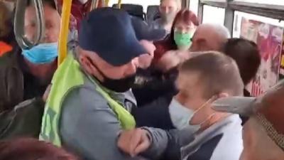 «Пассажир проявил насилие»: власти о потасовке из-за масок в самарском автобусе